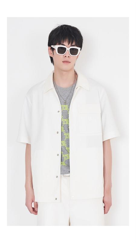 立体竖条肌理短袖夹克